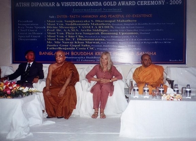 Most Ven. Suddhananda Mahathero with Vassula and Guests