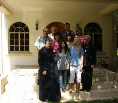 Vassula with Metropolitan Seraphim, Fr. Shaun and the TLIG Prayer group of Johannesburg
