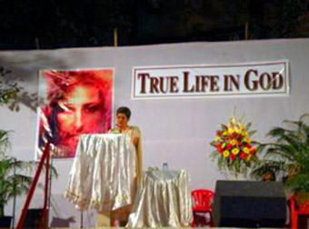 TLIG event organizer Celine Vieira introduces Vassula