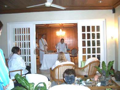 Θεία Λειτουργία τελέστηκε στο σπίτι των διοργανωτών.