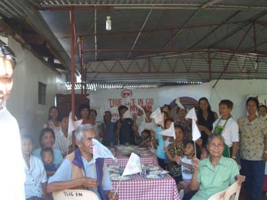 Σε αυτό το Beth Myriam σιτίζονται άνθρωποι κάθε ηλικίας, διαβάζουν τα μηνύματα και συμμετέχουν στην ομάδα προσευχής της ΑεΘΖ στο Tuao