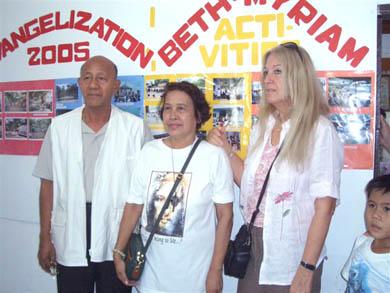 Oι εθελοντές του Beth Myriam, ο Dr. και η κα de Laza