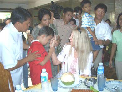 Έυλογώντας ένα ανάπηρο παιδί