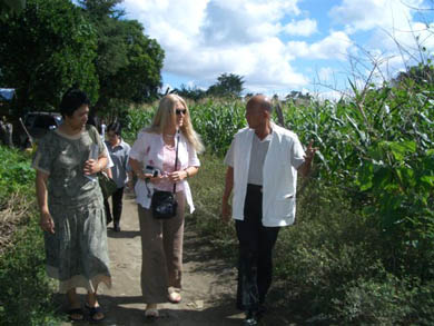 Walking to Capusian with BM helper Teresa, and Dr. de Laza