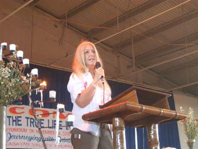 Πάνω από 7,000 άνθρωποι από τα γύρω χωριά και την πόλη του Tuguegarao παρακολούθησαν την ομιλία της.