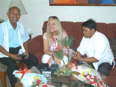 Ο Dr. de Laza και ο π. Frank οργανωτές της ΑεΘΖ